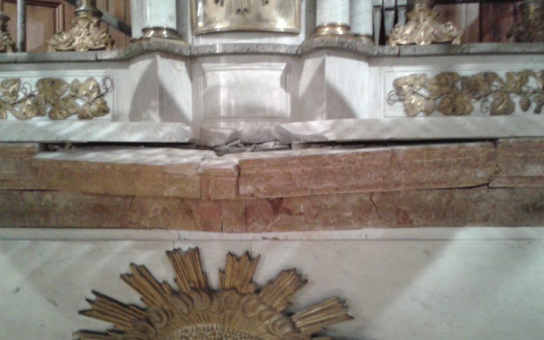 Chute de pierre sur l'autel de l'église de Saint-Aubin